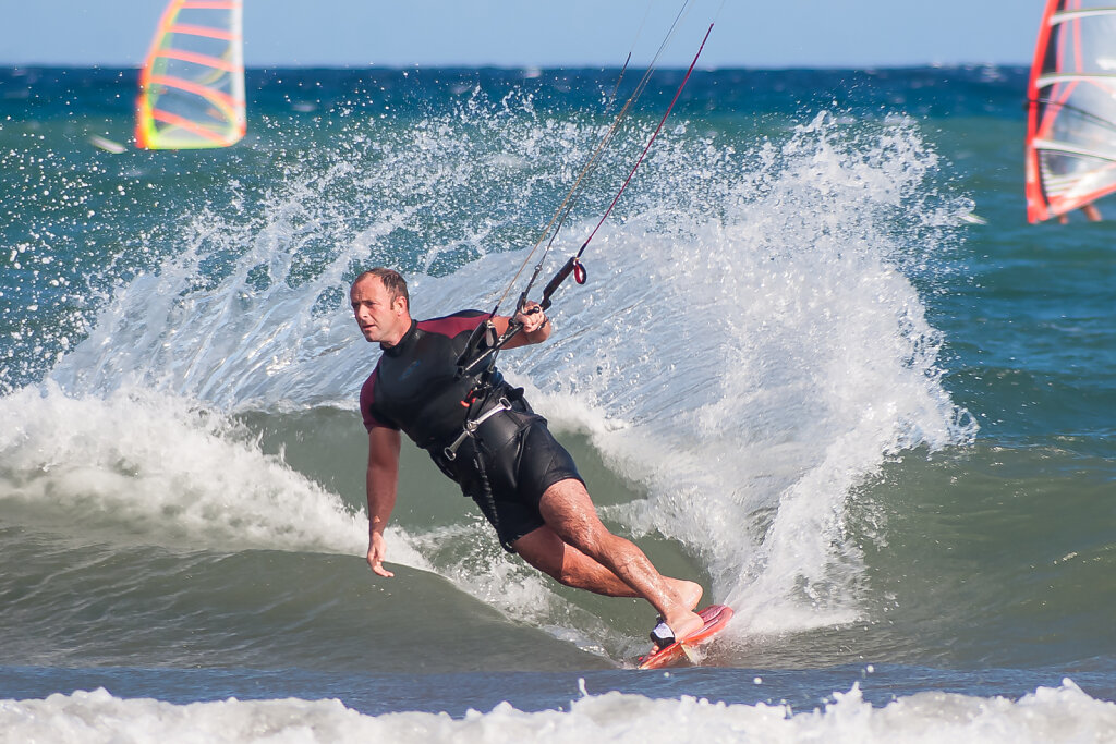Surfer am Stand von Puerti del Médano (Teneriffa)