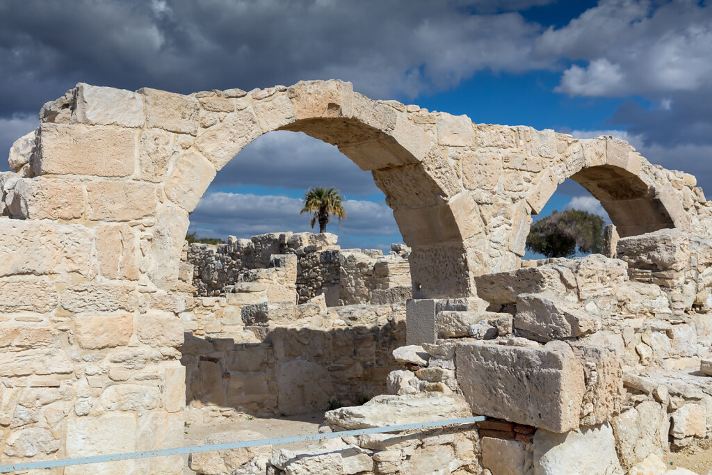 Reste einer frühchristlichen Basilika im eisenzeitlichen Stadtkönigreich Kourion (Zypern), Remains of an early Christian basilica in the Iron Age city of Kourion (Cyprus)