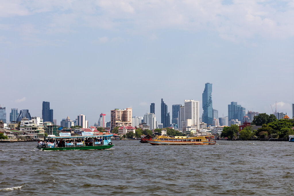 Skyline von Bangkok (Thailand) am Chao Phraya